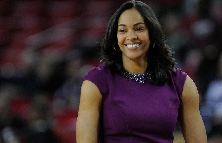 Georgia women's basketball coach returns to sideline 2 days after giving birth